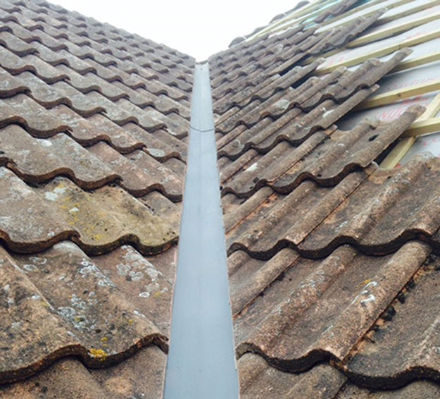 Pitched Roofing Problems Roof Valley Blockages And